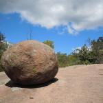 Может ли Бог создать камень, который Он не сможет поднять